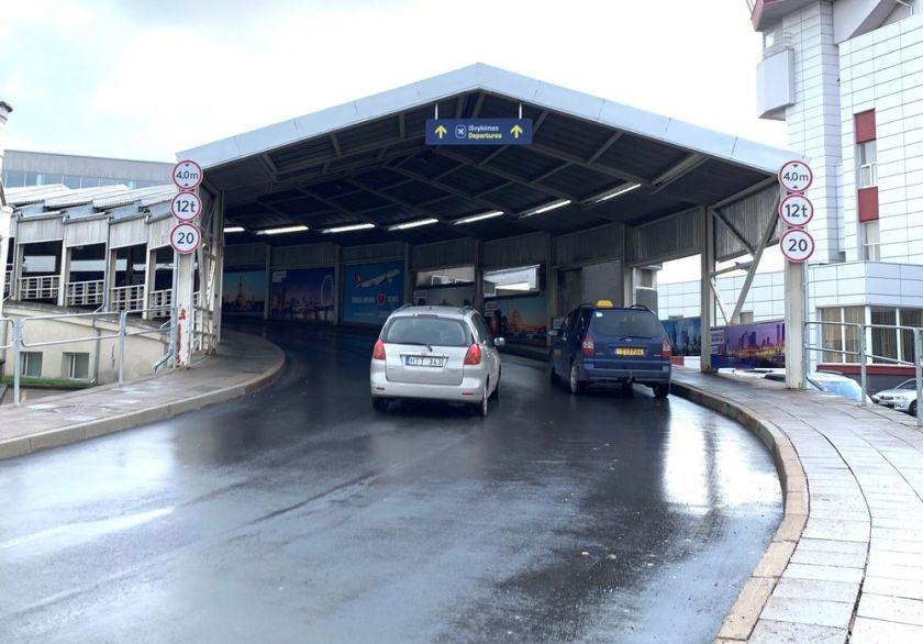 Šią savaitę keičiasi eismo tvarka ant Vilniaus oro uosto keleivių išleidimo panduso
