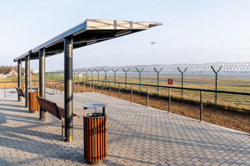 Gera naujiena aviacijos mėgėjams: Vilniaus oro uoste atidaryta pirmoji Lietuvoje lėktuvų stebėjimo aikštelė