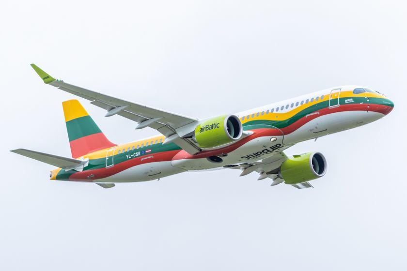 """""""airBaltic"""" Vilniuje laikys modernų orlaivį """"Airbus A220-300"""""""